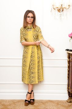 Miroslava Duma in a Yellow Snakeskin Print Dress Miroslava Duma, Julia Sarr Jamois, Yellow Midi Dress, Snake Print Dress, Podium, Russian Fashion, Mellow Yellow, Mustard Yellow, Mode Inspiration