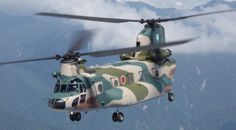 CH-47J 航空基地とレーダーサイトへ必要器材を運ぶ輸送ヘリコプターです  CH-47Jは、航空基地間の幹線航空輸送を担う輸送ヘリコプター。主要航空基地と点在しているレーダーサイト等へ必要器材などを運びます。昭和59年の1機を皮切りに調達に着手、61年度に初号機を取得し、現在約15機を保有しています。なお、平成11年度以降の取得機については、大型燃料タンク、気象レーダー、地図表示装置、2重化慣性航法装置(GPS内蔵)、床レベリング装置などを装備しています。