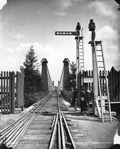 Railway over suspension bridge, Niagara, ON, 1869 Niagara Falls History, Niagara Falls City, Niagara Falls Pictures, Old Bridges, Old Time Photos, New York Central, Lehigh Valley, America And Canada, Suspension Bridge