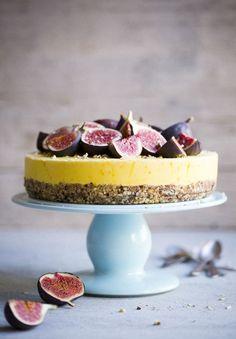 Gâteau aux noisettes au safran avec figues miel - Saffron cake with honey drizzled figs