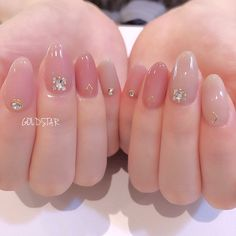 I put my nail polish like a pro! - My Nails Sparkle Nails, Fancy Nails, Pretty Nails, Subtle Nails, Soft Nails, Diy Nails Manicure, My Nails, Bridal Nails, Wedding Nails