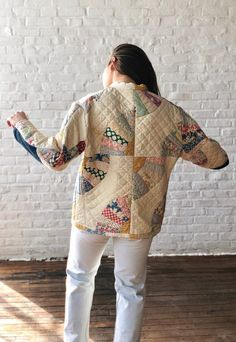 What to do with old quilts that are beyond regular use. Vintage Denim, Vintage Fashion, Quilted Clothes, Quilted Jacket, Quilted Coats, Textiles, Long Jackets, Vintage Quilts, Fashion 2020