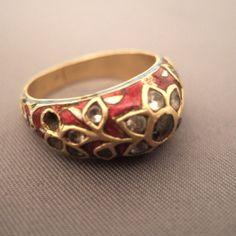 BAGUE MOGHUL LATE 18TH CENTURY 20ct gold, diamond, enamel, India