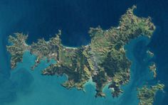 A satellite 📡 view of Waiheke Island, capturing its shape to perfection; really narrow at the western end & wide in the east; the majority of residents lives in the slender part. South Pacific, Pacific Ocean, Waiheke Island, Norfolk Island, State Of Arizona, Spring Water, Auckland, What Is Like, Continents