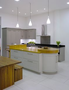 Roundhouse fulham showroom featuring urbo island with for Kitchen ideas guildford