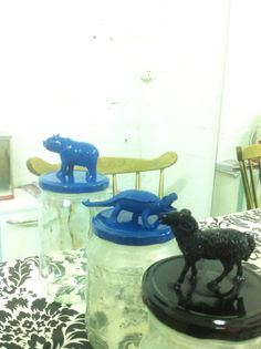 I just had to try the plastic animal + glass jar + spray paint -thingy. Turns out quite nice! Don't know what to do with them tho, maybe I'll just give them to my goddaughter, for her stuff :) Plastic Animals, Daughter Of God, Just Giving, Recycled Materials, Glass Jars, Making Out, Recycling, Nice, Painting