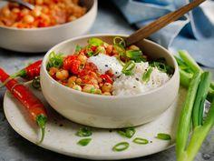 Tre hverdagsmiddager for deg som vil spise mindre kjøtt Vegetable Dishes, Risotto, Potato Salad, Spicy, Snacks, Vegetables, Cooking, Ethnic Recipes, Food
