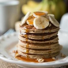 Banana Protein Pancakes Per serving: Calories Fat Carbs Sugar Protein 6 Breakfast For A Crowd, Clean Eating Breakfast, Breakfast Ideas, Breakfast Recipes, Banana Protein Pancakes, Banana Oats, Protein Foods, Protein Recipes