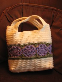 Flower Burst Bag by Yasmin Gamal  link for free pattern
