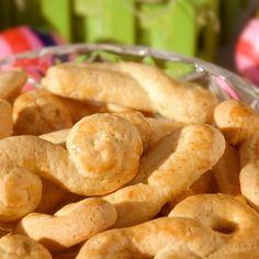 Κουλουράκια του Πάσχα / Easter Cookies. Τραγανά, παραδοσιακά, πασχαλινά κουλουράκια στην καλύτερή τους έκδοση! #greekfood #grekrecipes #greekfoodrecipes #cookies #eastercookies #greece #greek #cookiesrecipes #traditionalcookies #συνταγές #γλυκά #πάσχα Snack Recipes, Snacks, Biscuit Cookies, Pretzel Bites, Biscuits, Chips, Bread, Food, Snack Mix Recipes