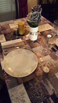 Pour son Noël en amoureux, Jenychooz avait opté pour une table #cosy avec #babou : #nappe 12€ #assiette dès 1€50