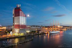 Gothenburg at night by marcocalandra89