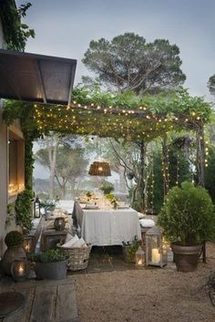 zero waste parties / warm candle lights / dreamy lights / plants on trellises / beautiful party spaces / zero waste party inspo