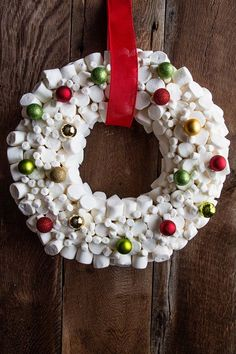 How To Make a Marshmallow Wreath + Video