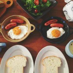 ほっこりかわいい益子焼「よしざわ窯」が手がける生活陶器「on the table」の素敵な器たち | キナリノ Hummus, Breakfast, Tableware, Ethnic Recipes, Food, Homemade Hummus, Dinnerware, Eten, Meals