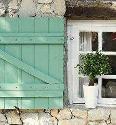 O charme dos detalhes em verde água. Mais ideias nesse link: www.casadevalenti.... #charm #color #interior #design #decoracao #casa #verde #cor #casadevalentina