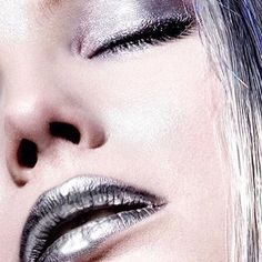 Strobing & chroming with silky silver ❕ ❕ ❕ #regram from M·A·C National Artist - Germany @angelo.rauseo - glam up by mixing Pigment in Silver with Lipglass in Clear. #MACArtistChallenge #MACMetallics #MyArtistCommunity #MACCosmetics