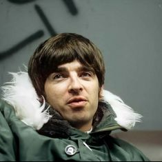 Liam And Noel, Look Back In Anger, Noel Gallagher, My Images, Jon Snow, Oasis, Funny Memes, Kisses, Fictional Characters