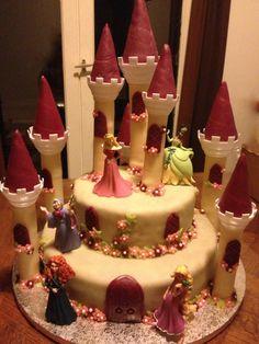 Ce Très joli gateau de chateau de princesse qui a du faire une heureuse petite fille. | Photo de Les Gateau Deka