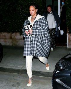 Estilo Rihanna, Rihanna News, Rihanna Photos, Rihanna Style, Rihanna Fenty, Santa Monica, White Tracksuit, Off White, Star Fashion