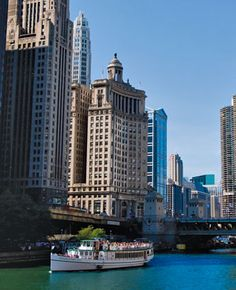 Chicago_Architecture_River_Cruise_Wrigley