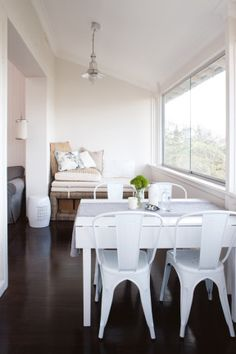 Beachside small space apartment gallery - small dining setting and casual seating in background Small Dining, Dining Area, Dining Table, Dining Rooms, Small Apartments, Small Spaces, Kitchen Nook, Kitchen Reno, Home And Deco