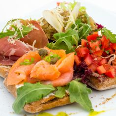 Bruschetta mix Chios, Bar, Bruschetta, Salmon Burgers, Terrace, Ethnic Recipes, Summer, Food, Italia