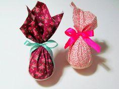 Mini ovos com embalagens de tecido. http://docesdcoracao.wix.com/docesdcoracao