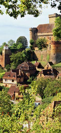 Village de Castelnau-Montratier ~ is located in the région of Midi-Pyrénée in southern France.