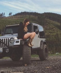 Need to see these Hot shots of Lovely Girls on truck These Girls Love Diesel Trucks. Read more.These Girls Love Diesel Trucks. Read more. Jeep Baby, Jeep Wrangler Girl, Jeep Wrangler Unlimited, Jeep Wranglers, Auto Girls, Car Girls, Jeep 4x4, Jeep Truck, Ford Trucks