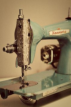 I am in love with this vintage aqua sewing machine