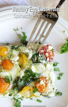 Love this healthy breakfast recipe! Perfect food for a baby shower or brunch. Spinach Pesto Feta Egg Casserole recipe via thepinningmama.com