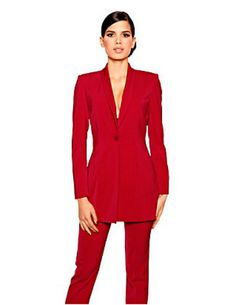 Tailleur rouge de chez Helline à retrouver sur http://www.catalogue.fr/CATALOGUE-HELLINE_a766.html