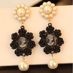 Free Shipping Victorian Design Pearl Earrings in Black