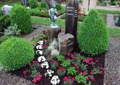 Bildergebnis für grabgestaltung Smith Gardens, Cemetery Statues, Cemetery Flowers, Little Gardens, Grave Memorials, Stepping Stones, Flower Arrangements, Projects To Try, Planters