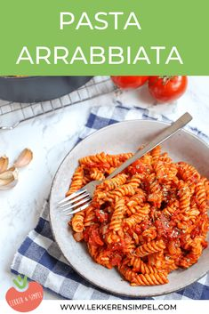 Pasta arrabbiata Prawn Spaghetti, Spaghetti Recipes, Pasta Recipes, Real Food Recipes, Vegetarian Recipes, Cooking Recipes, Lunch Restaurants, Roasted Red Peppers, Italy