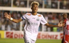 Neymar comemora gol do Santos contra o Botafogo-SP (Foto: Lucas Baptista / Ag. Estado)