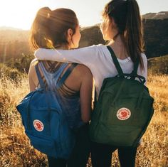 Back to School shopping is more fun with friends. We've made Back to School shopping easy with our Back to School Collection now live on fjallraven. Foto Best Friend, Best Friend Pictures, Bff Pictures, Best Friend Goals, Back To School Pictures, Photos Bff, Cute Photos, Fjallraven, Tumblr Photography
