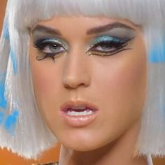 katy-perry-dark-horse-makeup-1