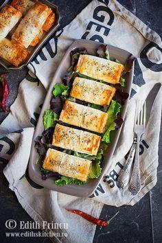 pateuri-cu-branza-si-ardei-2 Romanian Food, Romanian Recipes, Zucchini, Vegetarian, Vegetables, Breakfast, Summer Squash, Morning Coffee, Veggies