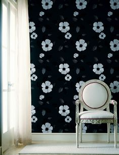 This striking black and white French floral has a contemporary edge, truly evoked by its large scale and glossy accents. Material: Non-Woven Features: Prepasted - Washable - Strippable Match Type: Str