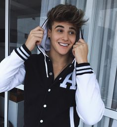 Alex Mapeli on flipagram Stylish Boys, Stylish Girls Photos, Most Handsome Actors, Handsome Boys, Hair Look Boy, Photoshoot Pose Boy, Cute Friend Pictures, Beautiful Men Faces, Photography Poses For Men