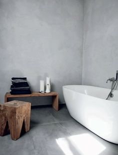 dayum check out that swank bathtub and that them rustic chair.