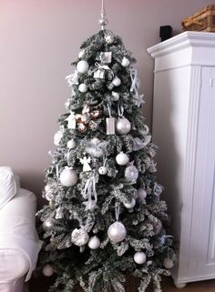 Kerstboom met Riviera Maison kerst ornamenten.