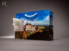 Was für ein Ausblick! Die etwas andere PapierTasche liefert die Postkarte gleich mit. Egal ob Logo oder traumhaftes Landschaftsmotiv, wir bedrucken Reichweiten-Verstärker nach Ihren Wünschen.! Mobile Marketing, Promotion, Coupon, Polaroid Film, Logo, Gift Cards, Don't Care, Postcards, Logos