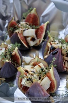 Small dish: Figs, goatchees and thyme. I Love Food, Good Food, Yummy Food, Tapas, Cooking Recipes, Healthy Recipes, Snacks Für Party, Xmas Food, Appetisers