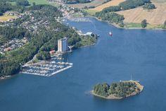 UTVIDES: Etter mye fram og tilbake om hvorvidt allmennheten skal ha tilgang til én av utstikkerne, skal Solnes båthavn (nærmest i bildet) nå utvides med 53 nye båtplasser.