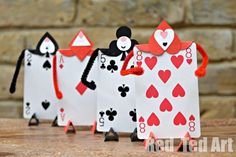 Alice In Wonderland DIY. Card soldiers as a decoration or party craft. This party is filled with fun activities. You will love to host Alice in Wonderland party with these ideas. diy crafts 30 Enchanting Alice In Wonderland Party Ideas Disney Diy, Disney Crafts, Diy Alice In Wonderland Crafts, Alice In Wonderland Tea Party, Alice In Wonderland Decorations, Mad Hatter Party, Mad Hatter Tea, Mad Hatters, Playing Card Crafts