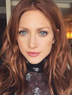 Brittany Snow Cleared Her Chronic Rosacea Using These 5 Products You are in the right place about DIY Hair Color for kids Here we offer you the most beautiful pictures about the DIY Hair Color grey yo Brown Blonde Hair, Brown Hair With Highlights, Light Brown Hair, Brunette Hair, Blonde Highlights, Light Auburn Hair, Auburn Ombre Hair, Dark Strawberry Blonde Hair, Chunky Highlights