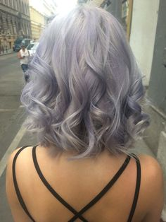 I don't know why but I have fallen in love with the silver hair phase. I don't think I would ever do it, but I really want to...